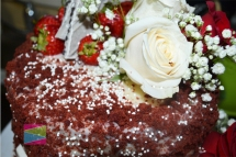 red-velvet-white-chocolate-crumble-cake